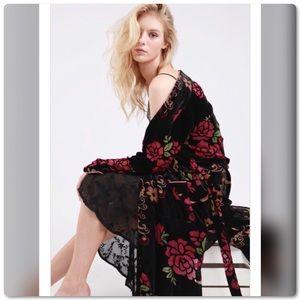 <ALMOST GONE>Floral Velvet Long Sleeve Kimono Wrap